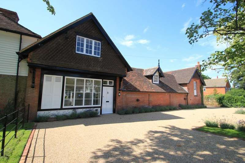 3 Bedrooms Terraced House for sale in Talbot Road, Hawkhurst, Kent, TN18 4LX