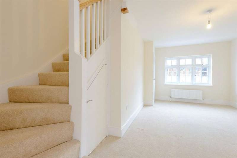 2 Bedrooms Terraced House for rent in Collins Close, Wilton, Salisbury, Wiltshire, SP2