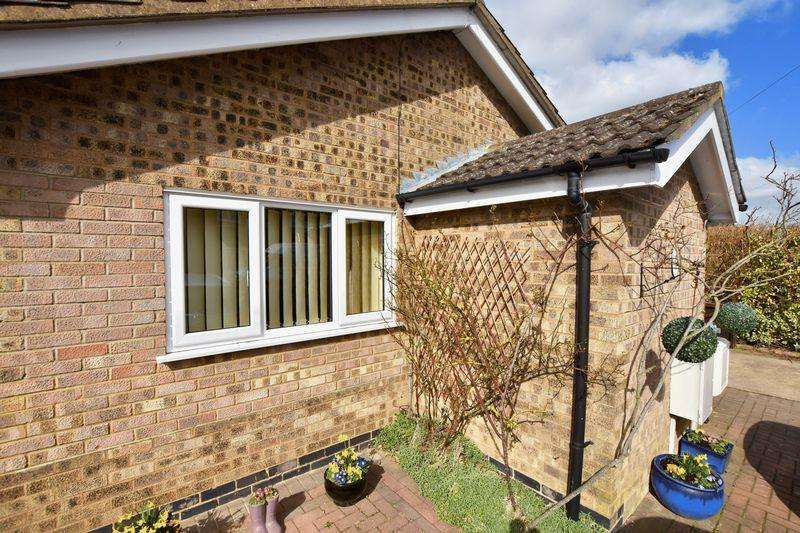 3 Bedrooms Bungalow for sale in Belvoir Close, Stamford