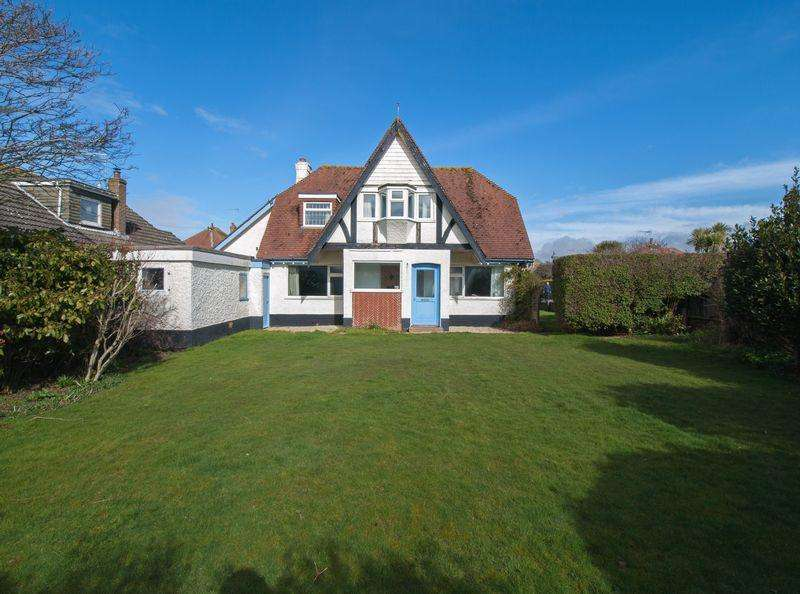 3 Bedrooms Detached House for sale in Felpham Beach Estate, West Sussex