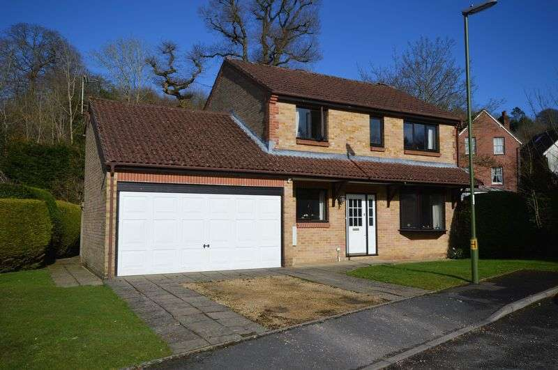 4 Bedrooms Property for sale in Orchard Close, Haslemere