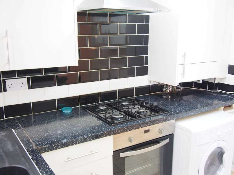 3 Bedrooms Terraced House for rent in Green Street, High Wycombe