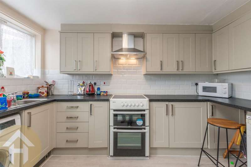 2 Bedrooms Flat for sale in High Street, Royal Wootton Bassett