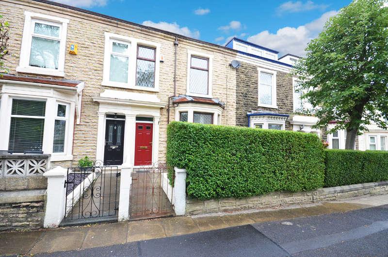 4 Bedrooms Terraced House for rent in St Albans Road, Lynwood, Darwen
