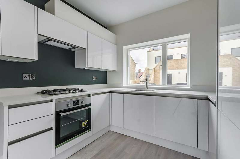1 Bedroom Flat for sale in Provenance House, Colliers Wood, SW19