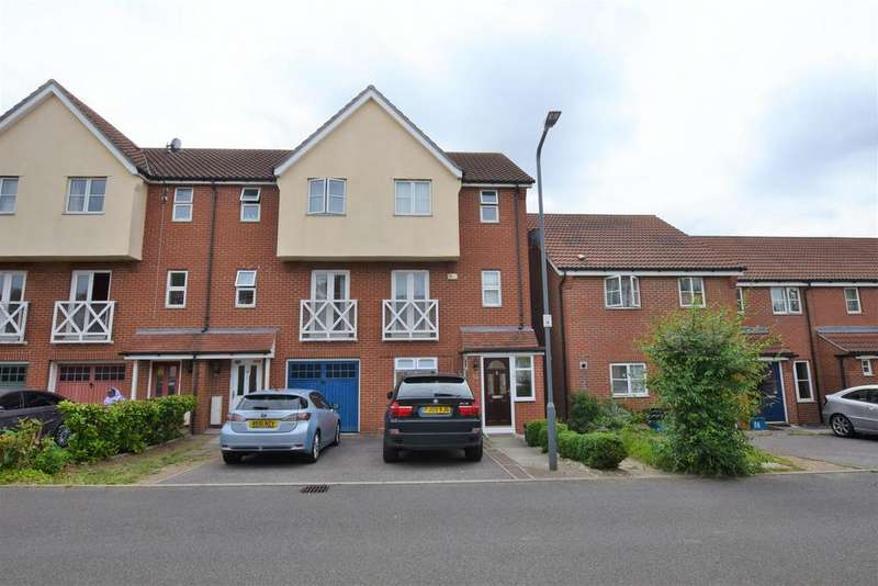 4 Bedrooms Semi Detached House for rent in Sherman Gardens, Chadwell Heath, RM6