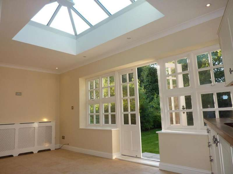 3 Bedrooms Detached House for rent in Meadway, Gidea Park, Romford, Essex, RM2