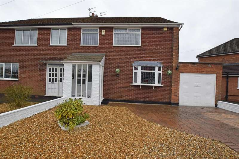3 Bedrooms Semi Detached House for sale in Warwick Road, Alkrington, Middleton