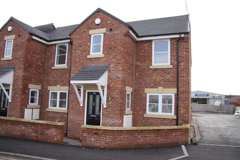 3 Bedrooms Town House for sale in Barker Lane, Chesterfield