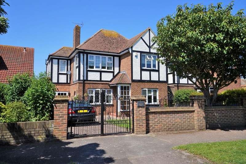 4 Bedrooms Detached House for sale in Wilbrough Road, Birchington CT7