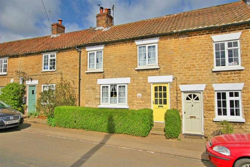 2 Bedrooms House for sale in Prospect Terrace, Welburn, York, YO60 7EB