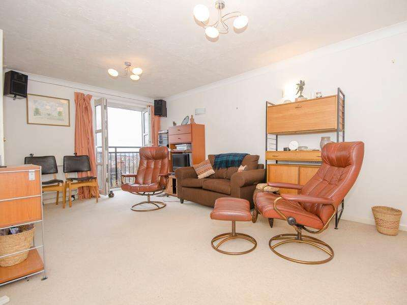 2 Bedrooms Ground Flat for sale in Church Crescent, N10