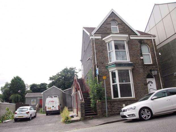 4 Bedrooms Flat for sale in Crown Street, Morriston, Swansea, SA6