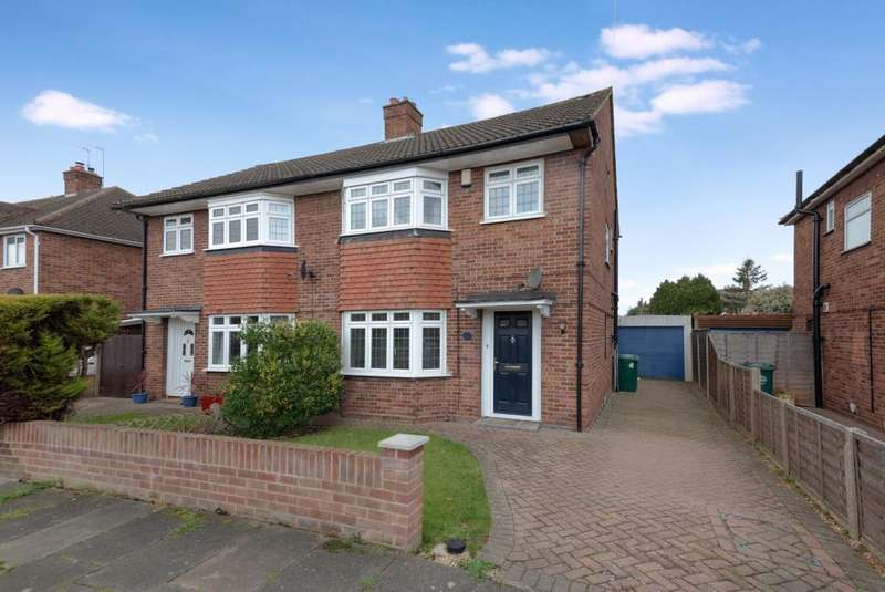 3 Bedrooms House for sale in Wolsey Road, Sunbury-On-Thames, TW16