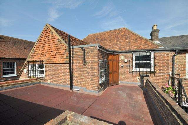 2 Bedrooms Flat for rent in High Street, Kings Langley