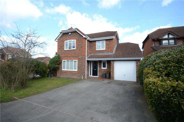 4 Bedrooms Detached House for sale in Norman Keep, Warfield, Berkshire