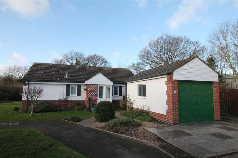2 Bedrooms Bungalow for sale in Springfield Road, Alcester