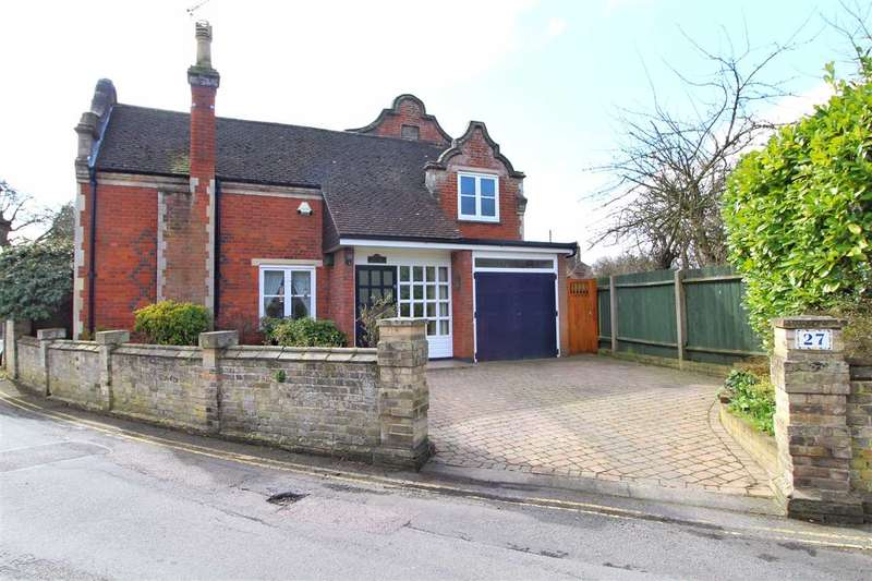 3 Bedrooms Detached House for sale in The Avenue, Lexden, Colchester