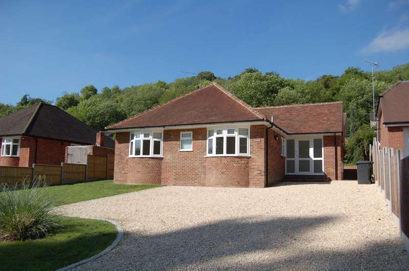 3 Bedrooms Detached Bungalow for rent in Kingsmead Road, Loudwater, HP11
