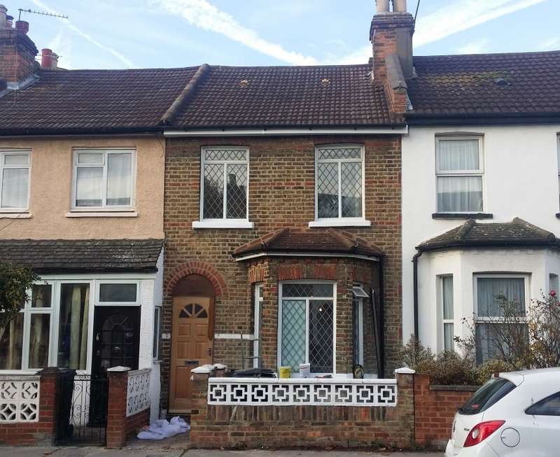 2 Bedrooms Terraced House for sale in Dennett Road, Croydon, Surrey, CR0 3JA