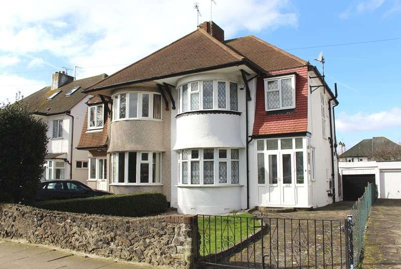 3 Bedrooms Semi Detached House for sale in Lifstan Way, Thorpe Bay
