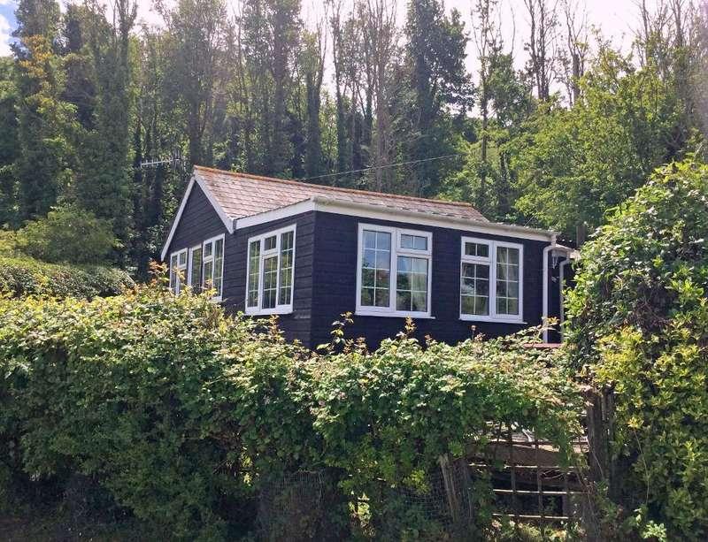 3 Bedrooms House for sale in Sandhills Caravan Park, Whitecliff Bay, Bembridge, Isle of Wight, PO35 5QA