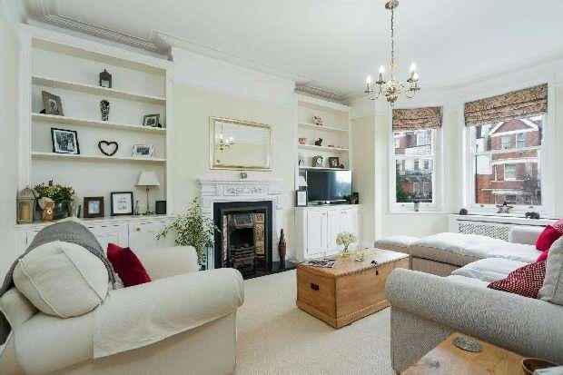 3 Bedrooms Flat for sale in Harvard Court, Honeybourne Road, West Hampstead, NW6