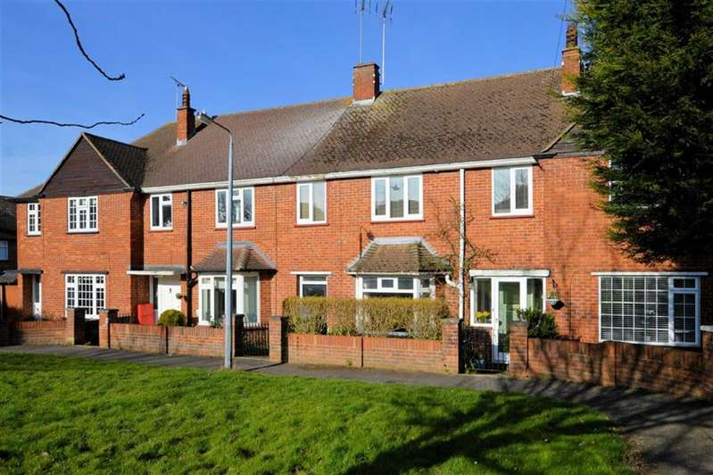 3 Bedrooms Terraced House for sale in Tower Road, Epping