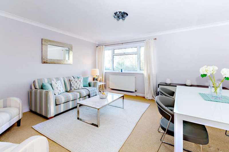 3 Bedrooms Terraced House for sale in Hilgay, Guildford, GU1