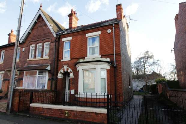 3 Bedrooms Semi Detached House for sale in Broad Street, Nottingham, Nottinghamshire, NG10 1JH