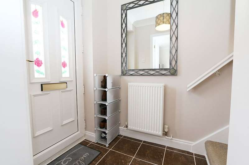 3 Bedrooms Semi Detached House for sale in Kerans Drive, Westhoughton, BOLTON, BOLTON, Greater Manchester, BL5 3TU