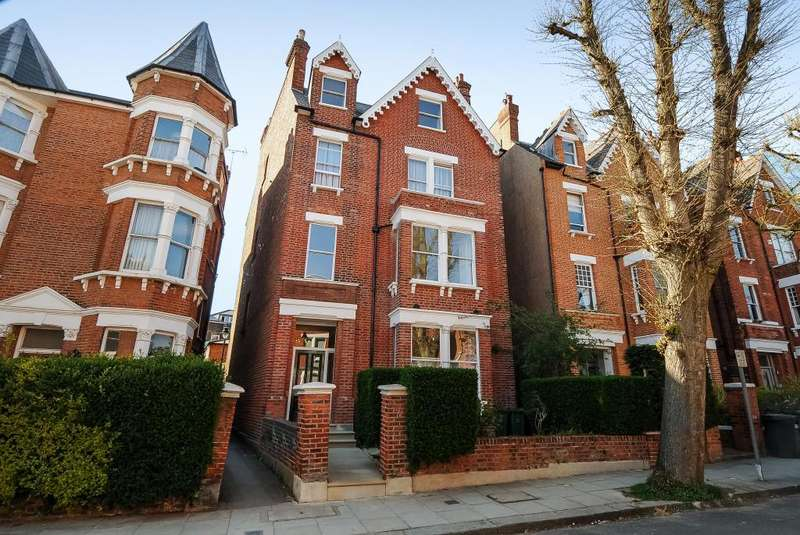 2 Bedrooms Flat for sale in Parliament Hill, Hampstead, NW3