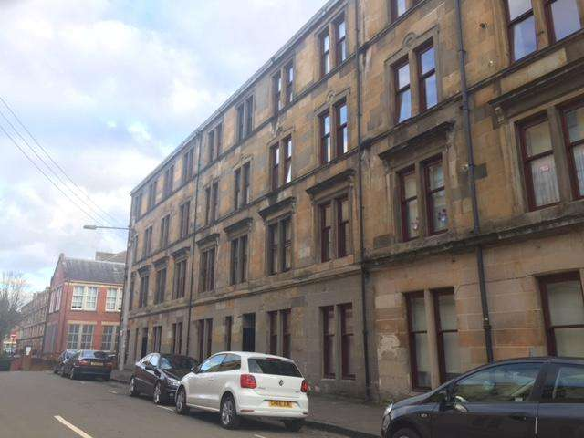 3 Bedrooms Flat for rent in Muirpark Street, Partick, Glasgow