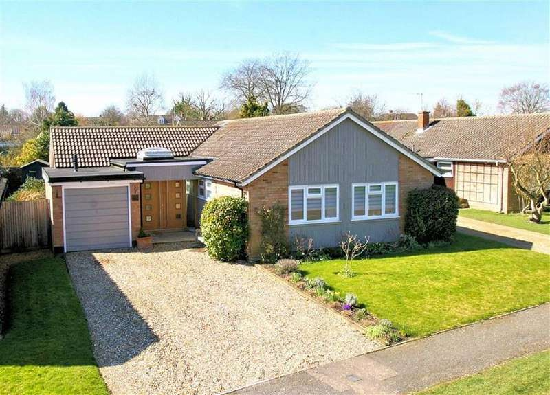 3 Bedrooms Detached Bungalow for sale in Raffin Park, Datchworth SG3 6RR