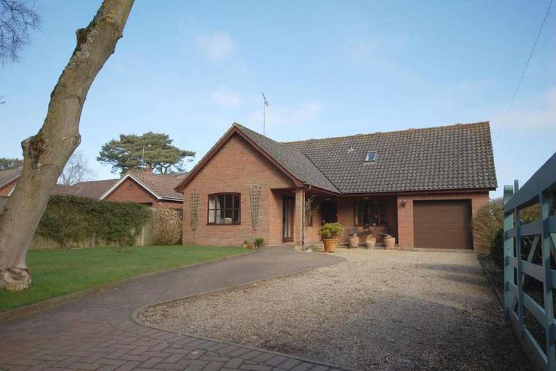 5 Bedrooms Detached Bungalow for sale in Warren Close, High Kelling