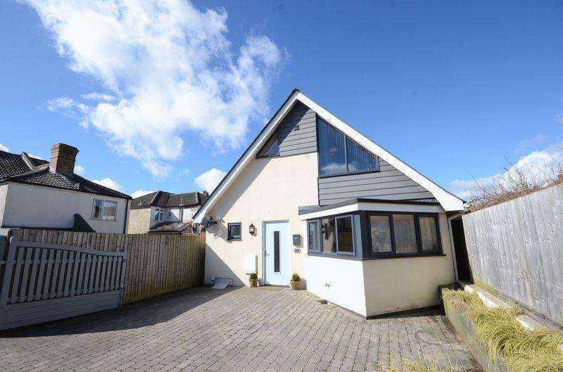 3 Bedrooms Chalet House for sale in Stewart Road, Bournemouth