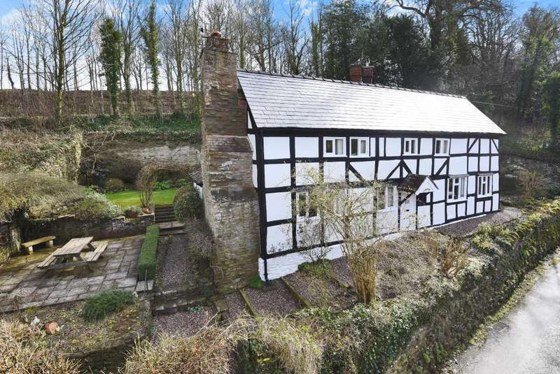 2 Bedrooms Cottage House for sale in Stoke Edith, Herefordshire, HR1