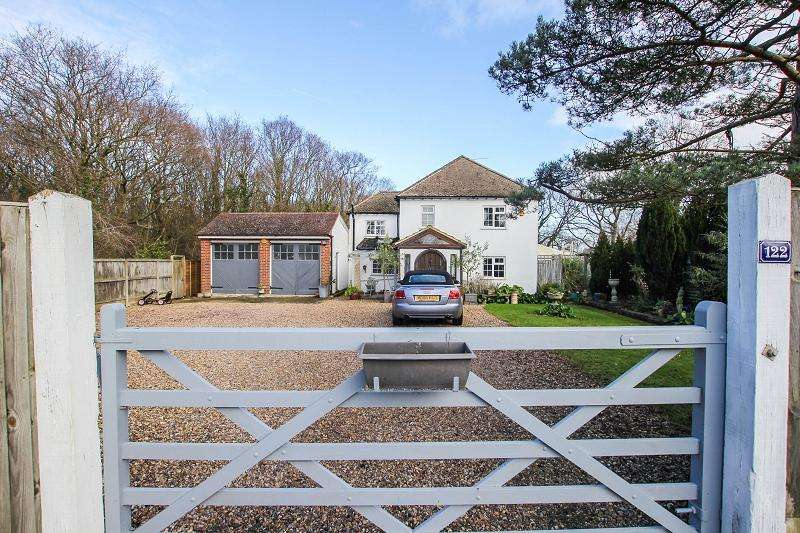 4 Bedrooms Semi Detached House for sale in Ridgeway Road, Herne Bay, Kent. CT6 7LN