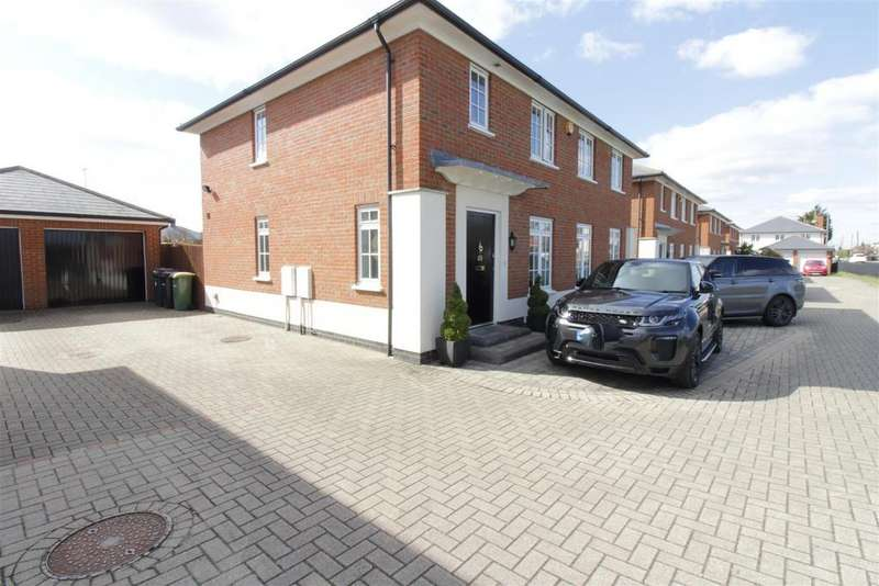 4 Bedrooms Detached House for sale in Kelso Close, Rayleigh