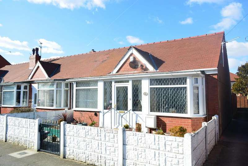 2 Bedrooms Semi Detached Bungalow for sale in Collyhurst Avenue, South Shore, Blackpool, FY4 3NQ