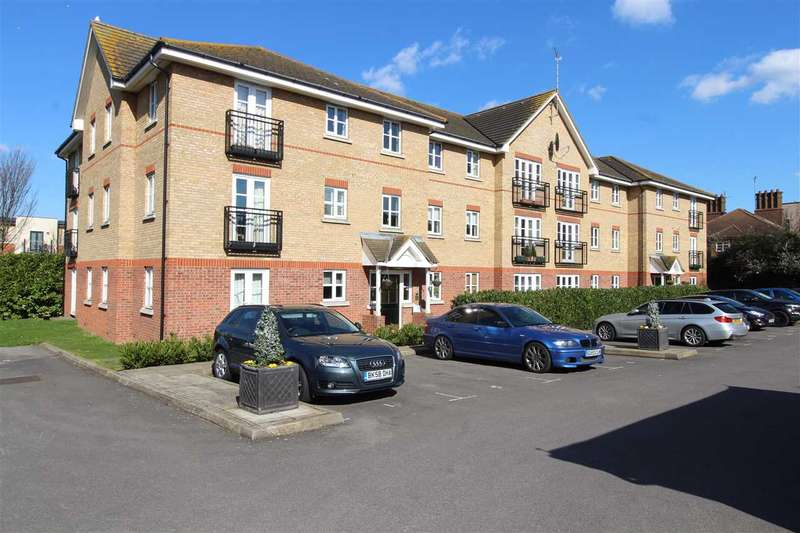 2 Bedrooms Apartment Flat for sale in Spencer House, Ensign Close, Leigh on Sea