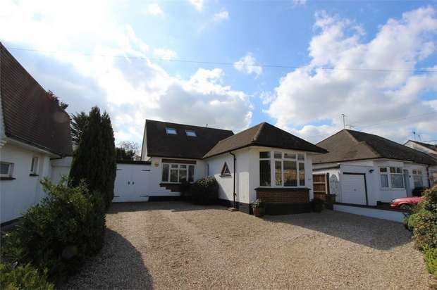 3 Bedrooms Chalet House for sale in 66 Danescroft Drive, LEIGH-ON-SEA, Essex