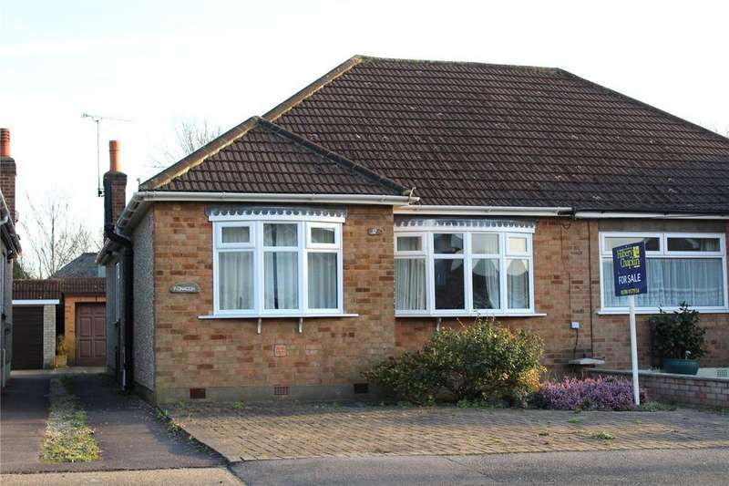 2 Bedrooms Semi Detached Bungalow for sale in Prospect Road, Hornchurch, RM11