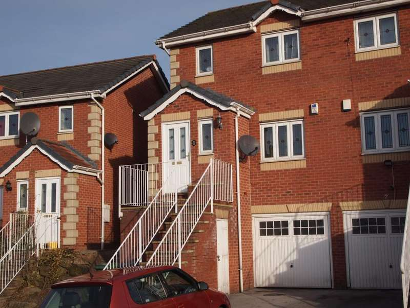 3 Bedrooms Semi Detached House for sale in Crow Nest Mews, Leeds