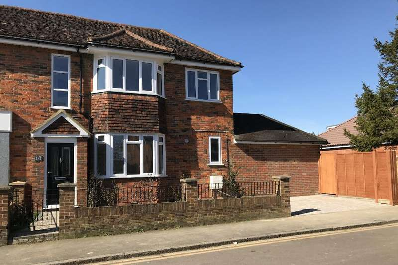3 Bedrooms Semi Detached House for sale in St Thomas's Road, Stopsley, Luton, LU2 7UY