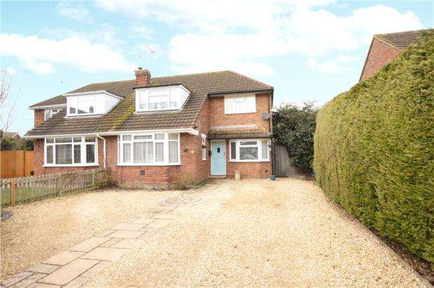 3 Bedrooms Semi Detached House for sale in Strathcona Close, Flackwell Heath