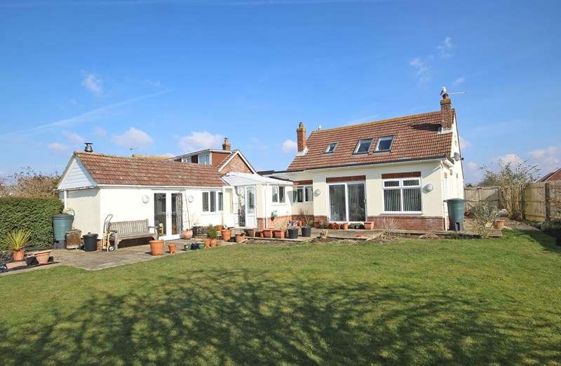 4 Bedrooms Chalet House for sale in Furze Croft, New Milton