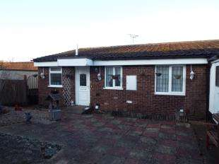 3 Bedrooms Bungalow for sale in Plover Close, Chatham, Kent