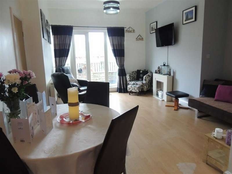 2 Bedrooms Flat for sale in Portland Place, Mottram Road, Stalybridge
