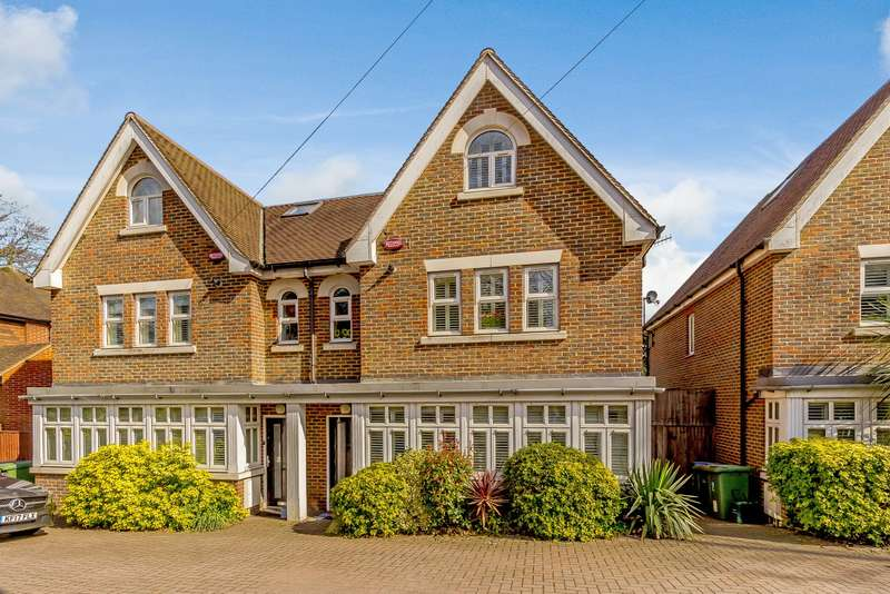4 Bedrooms Town House for sale in Weybridge